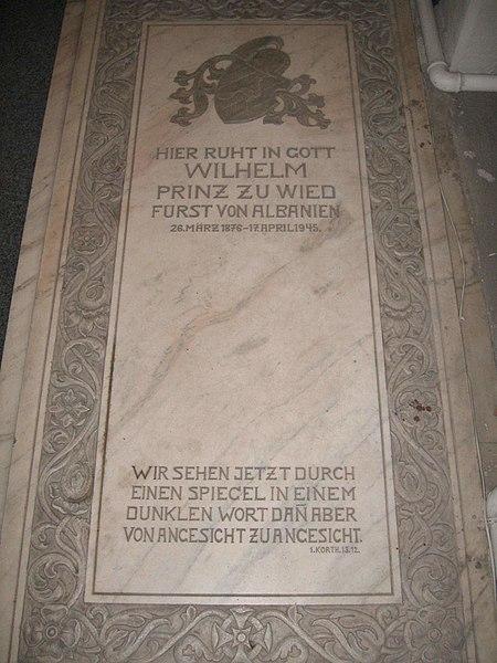 450px-Grabstein_von_Wilhelm_zu_Wied.JPG