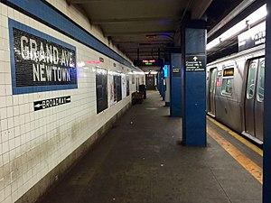 Grand Avenue–Newtown (IND Queens Boulevard Line) - Manhattan bound platform with Metropolitan Avenue bound M at the station.