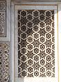 Grills of the masoleoum of Itmad-ud-Daulah's tomb 2.jpg