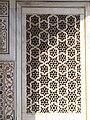 Grills of the masoleoum of Itmad-ud-Daulah's tomb 2.jpg
