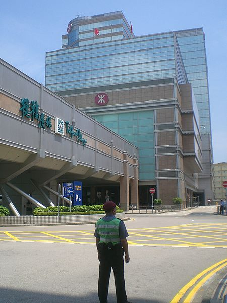 File:HK Kln Bay Telford Plaza 2 building n Aircon Walkway n Carpark.JPG