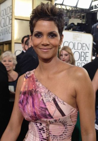 Halle Berry - Berry at the 70th Golden Globe Awards on January 13, 2013