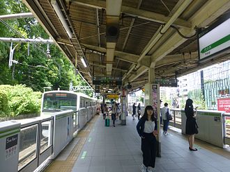Harajuku Station - The Yamanote line platform with platform edge doors in 2016