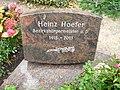 Heinz Hoefer, Friedhof Heerstraße - Mutter Erde fec.JPG