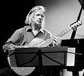 Helmut Oesterreich mit Gitarre 2011.jpg