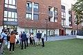 Higueras y representantes de los grupos municipales visitan la casa Ronald McDonald 01.jpg