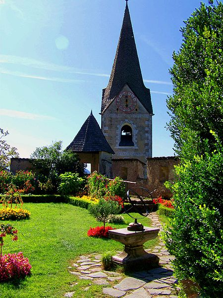 File:Hochosterwitz Castle Garden.JPG