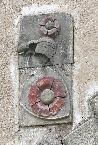 Rose (heraldry) - Image: Hohenfurth Haupttor 1 Wappen Rosenberg