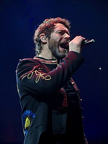 Howard Donald performing in Glasgow, 2017.jpg