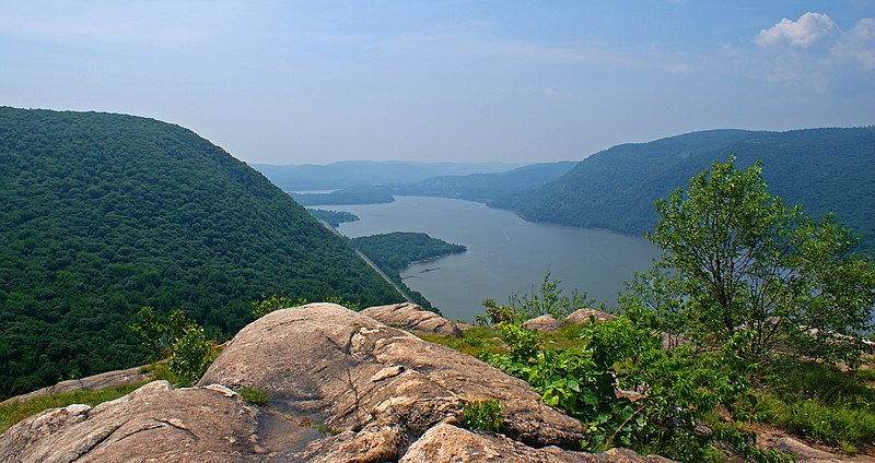 File:Hudson Highlands view south from Breakneck Ridge.jpg