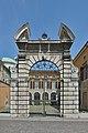 Ingresso Palzzo del vescovado a Brescia.jpg