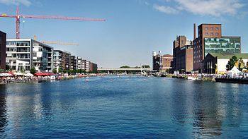Blick über den Duisburger Innenhafen