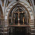 Interieur, overzicht van de triomfbalk met kruisigingsgroep en gewelf met schilderingen - 's-Gravenhage - 20380056 - RCE.jpg