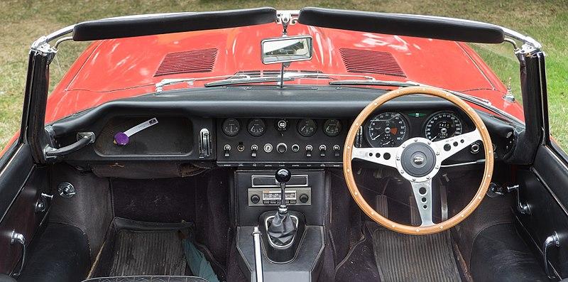 File:Jaguar E-Type series 1 roadster dash - 1967.jpg