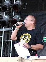 Jerzy Owsiak Kostrzyn 2005.jpg