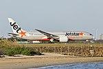 Jetstar Airways (VH-VKG) Boeing 787-8 Dreamliner at Sydney Airport.jpg