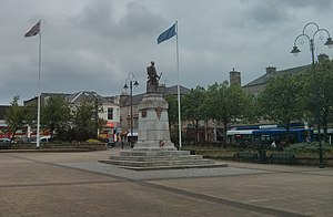 Johnstone - The war memorial in Houstoun Square