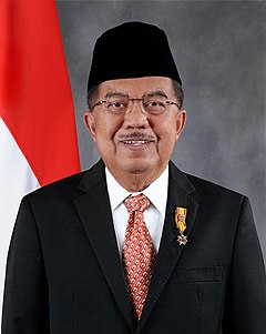 First official portrait of Kalla's second VP term, used from 2014 to 2016. Jusuf Kalla Vice President Portrait 2014.jpg