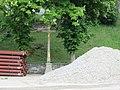Kříž v Lodhéřově pod kostelem (Q80460427) 02.jpg