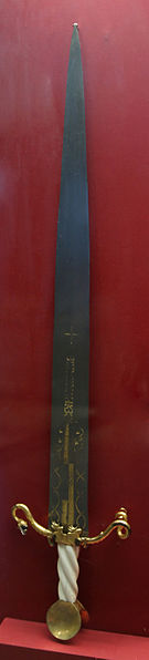 File:KHM Wien A 49 - Ceremonial sword of the Order of the Dragon, c. 1433.jpg