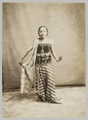 KITLV 12044 - Kassian Céphas - A female dancer at Yogyakarta - Around 1880.tif