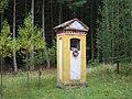 Kaplička u silnice Hostomice - Buková u vrchu Velká Baba (Q94435260) 01.jpg