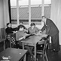 Kinderen krijgen onderwijs in de school van het koninklijk Deens ballet, Bestanddeelnr 252-9217.jpg