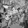 Kindermarkt in de Jordaan, muziek was ook aanwezig, Bestanddeelnr 911-4718.jpg