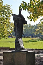 Henry Moore: Standing Figure: Knife Edge