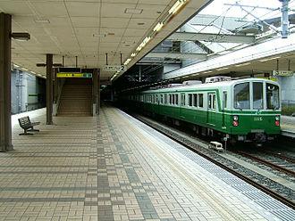 Seishin-chūō Station - Station platform (2008)