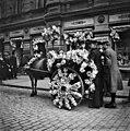 Kukitetut hevosajoneuvot Pohjois Esplanaadikadulla vappuna 1912 - N2068 (hkm.HKMS000005-000001id).jpg