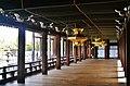 Kyoto Nishi Hongan-ji Korridor zwischen den Hallen 2.jpg