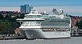 L'Azura dans le port de Stockholm (2010-07-06).jpg