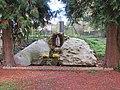 L1420- Statue à coté ans la cour de l'ancien presbytère de l'église de Flins-sur-Seine.jpg