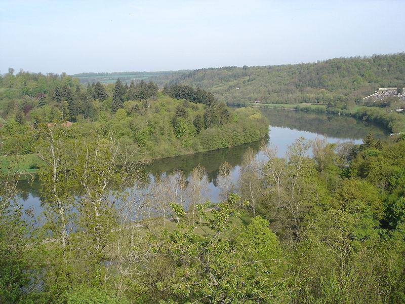 http://upload.wikimedia.org/wikipedia/commons/thumb/5/5d/La_Moselle_%C3%A0_Liverdun.jpg/800px-La_Moselle_%C3%A0_Liverdun.jpg