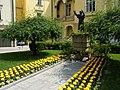La statua di Giovanni Paolo II nel cortile dell'Arcivescovado - panoramio.jpg