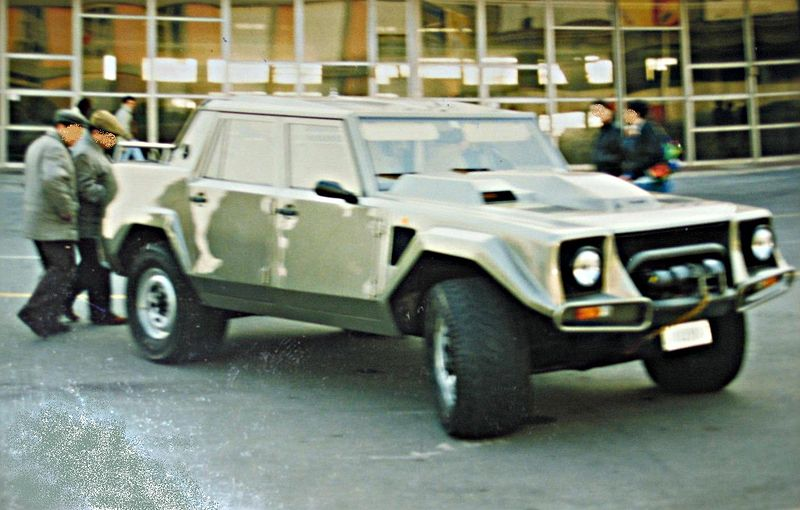 800px-Lamborghini_LM-002.JPG