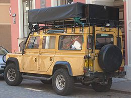 Land Rover Defender 110 rear q.jpg