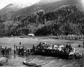 Landing supplies by lighter on the beach at Skagway, Alaska, 1897 (CURTIS 567).jpeg