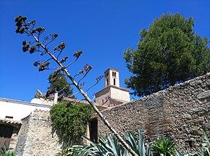 Lateral del monestir romànic de Sant Ponç de Corbera -Terme municipal de Cervelló-.jpg
