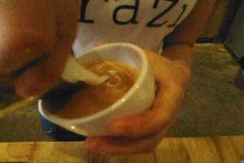 Fil:Latte art leaf - 01.ogv