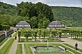 Le jardin avec ses fontaines et platanes (29883322991).jpg
