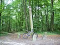 Le pilier des bois du roi, intersection de cinq chemins - panoramio.jpg