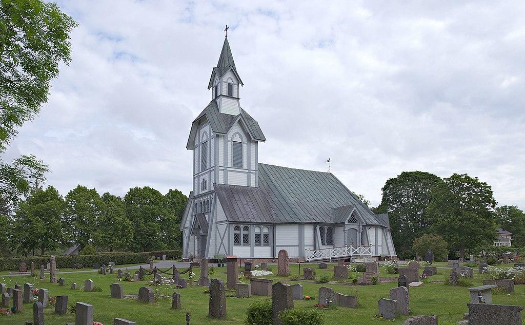 Ljusterö kyrka från SV.jpg