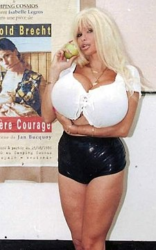 Lolo Ferrari - Mutter Courage (cropped).JPG