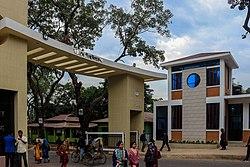 Main gate, University of Chittagong (139046231).jpg