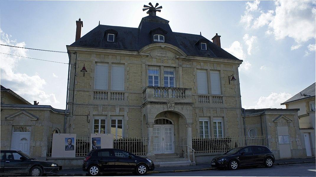 Vue de la  mairie de Courcy.