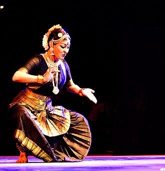Mallika Sarabhai - Image: Mallika sarabhai during performance saarang 2011 iit madras