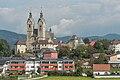 Maria Saal Pfarr-und Wallfahrtskirche Mariae Himmelfahrt SW-Ansicht 26092016 4462.jpg