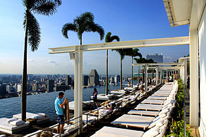 Marina Bay Sands - The infinity edge swimming pool in the Skypark